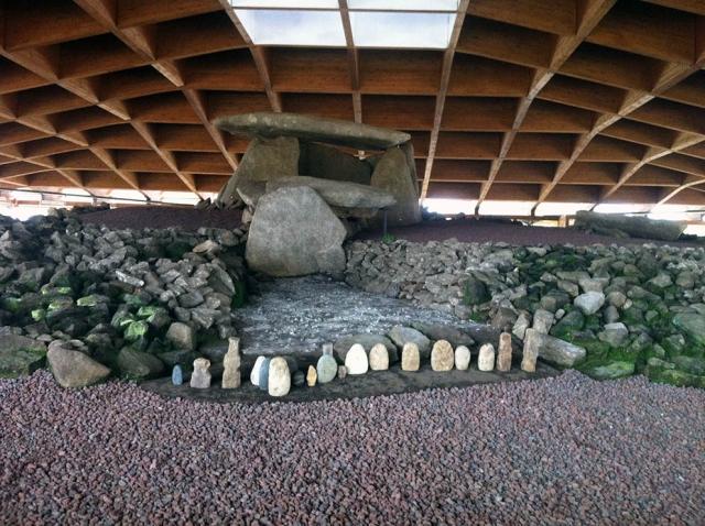 Parte del corredor del dolmen. Imagen Piquito